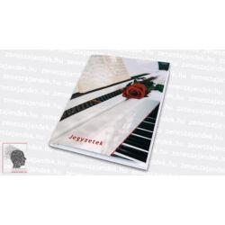 Vonalas jegyzetfüzet A5 – Fehér zongorával és vörös rózsával