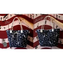 Fekete női táska hanjegyekkel